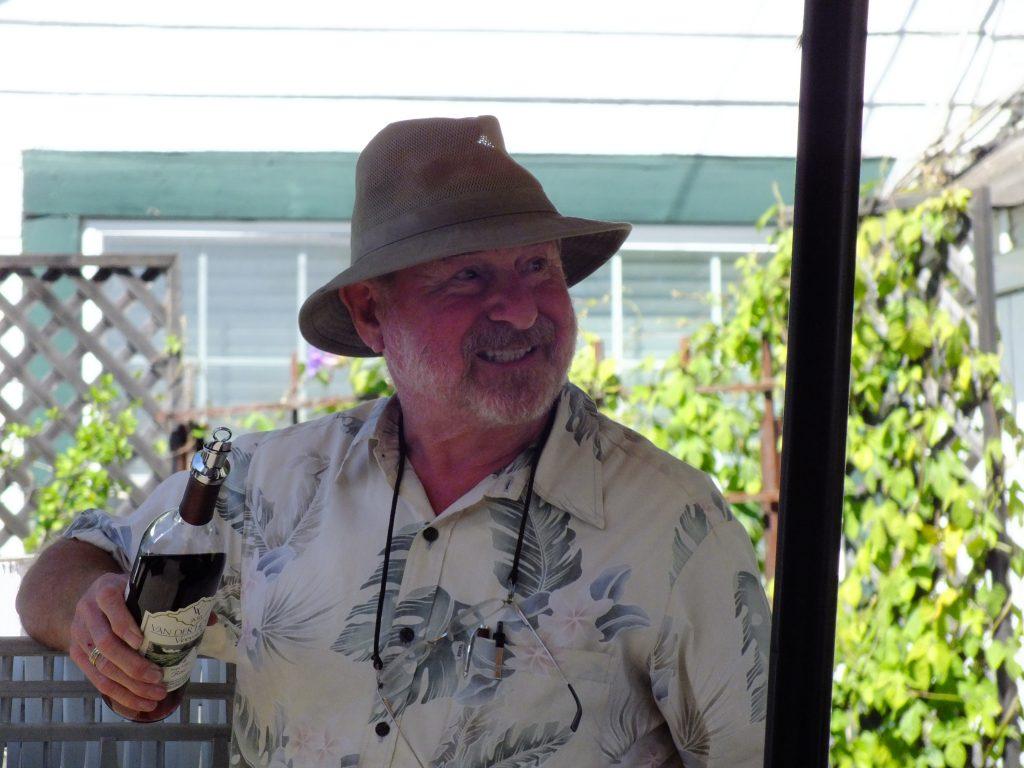 Herr van der Heyden schenkt uns reinen Wein ein