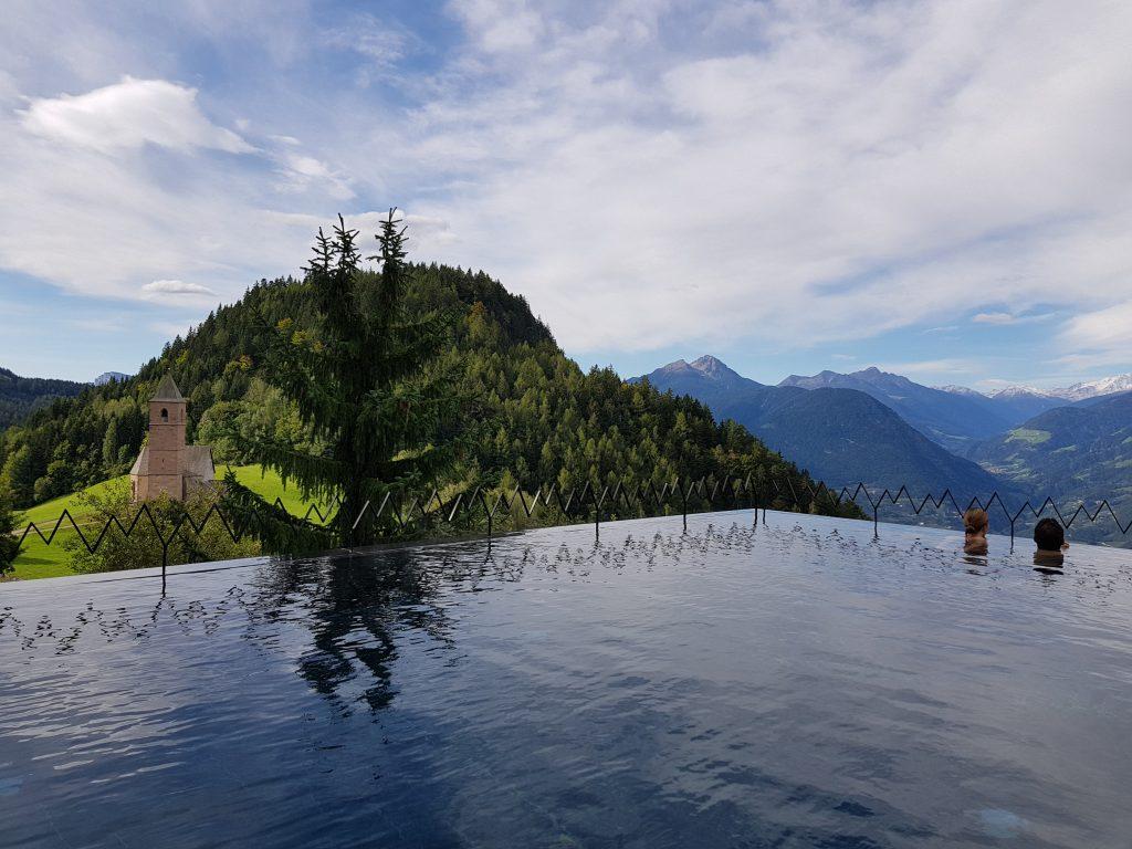 Infinity Pool, Miramonti