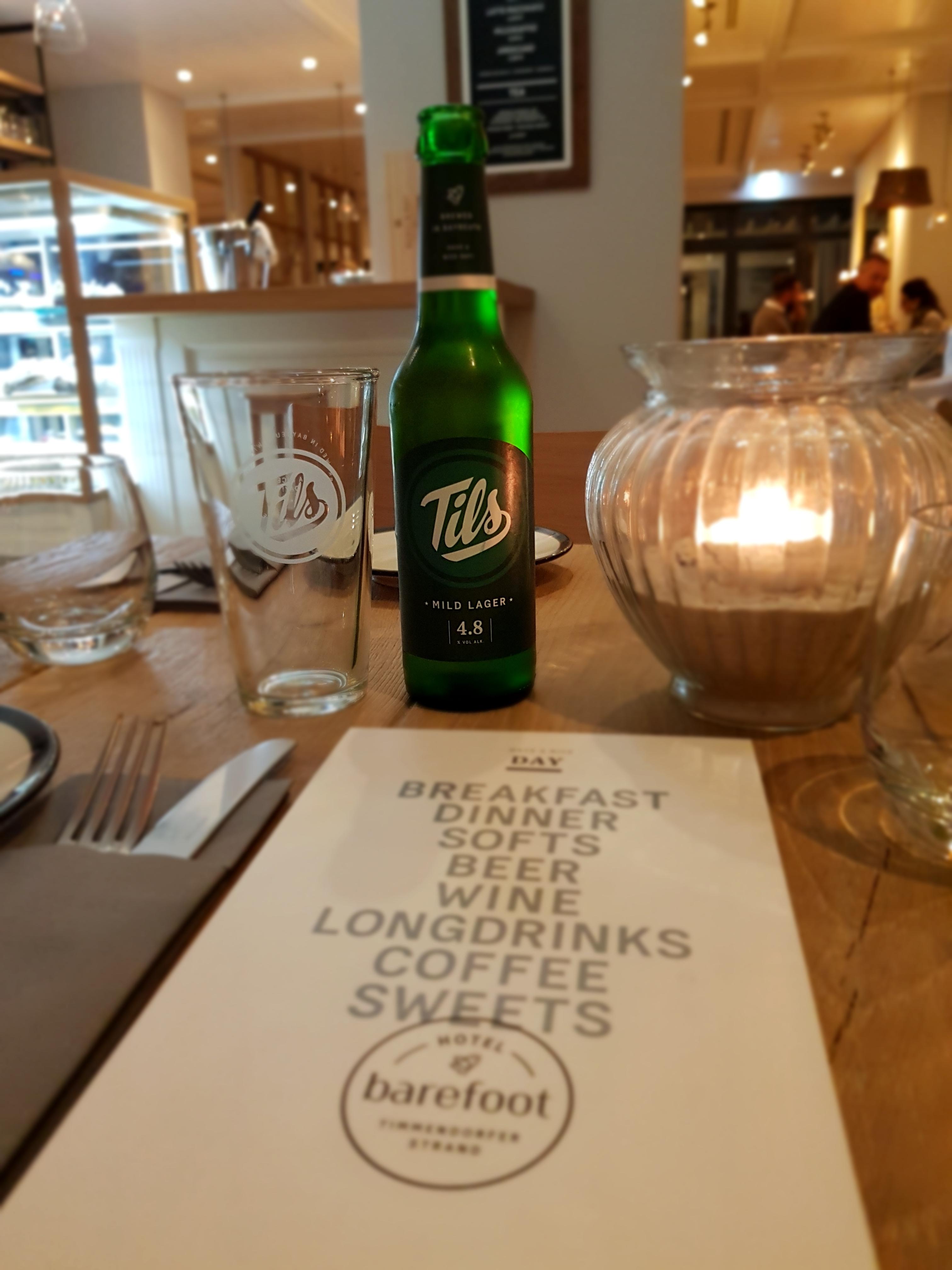 Tils Bier im Barefoot Restaurant